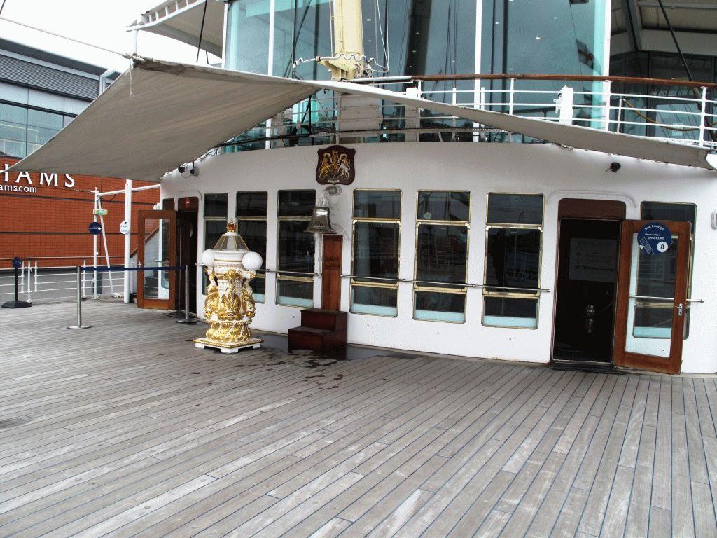 фото яхта британния эдинбург