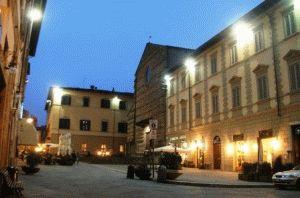 Достопримечательности Ареццо Arezzo город Италия фото
