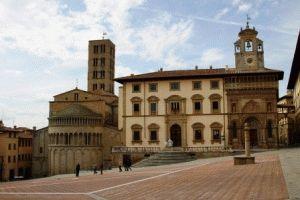 Площадь Пьяцца Гранде Ареццо Италия фото