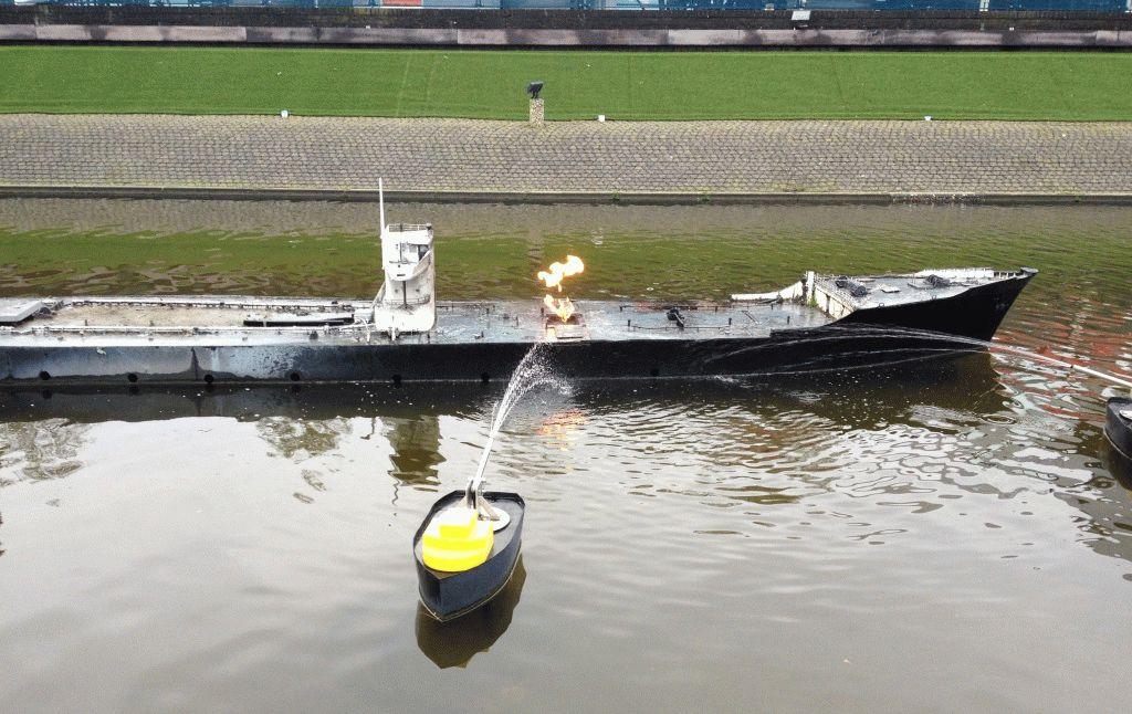 горящий танкер мадуродам фото