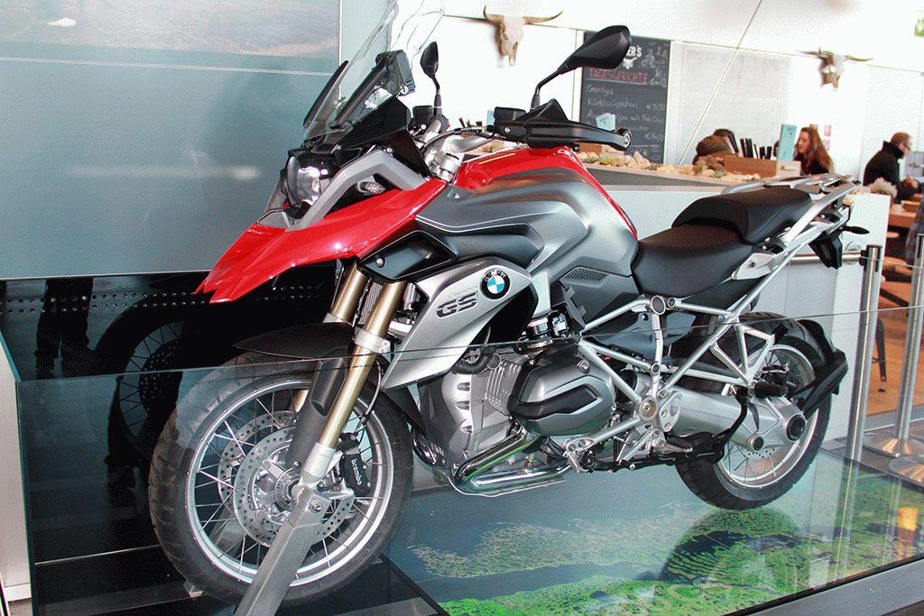музей БМВ Мюнхен мотоцикл фото