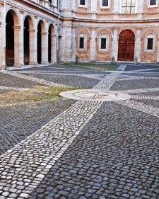 Сант-Иво-алла-Сапиенца Рим фото пол