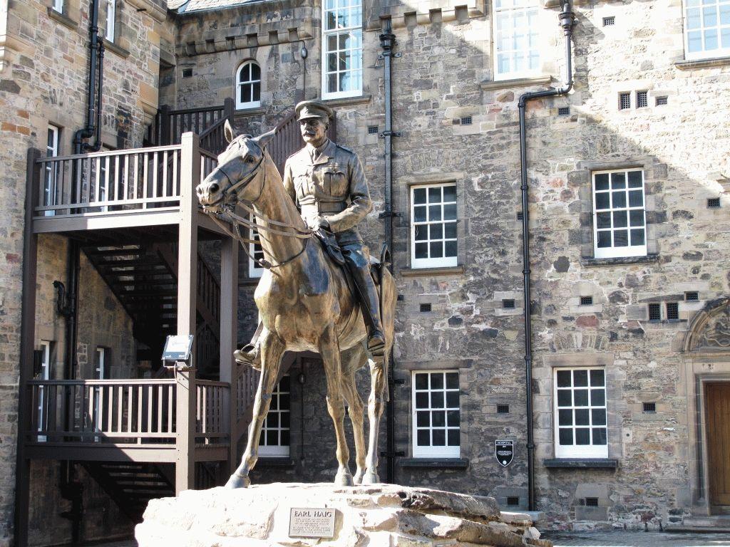 современная история Эдинбург памятник фото