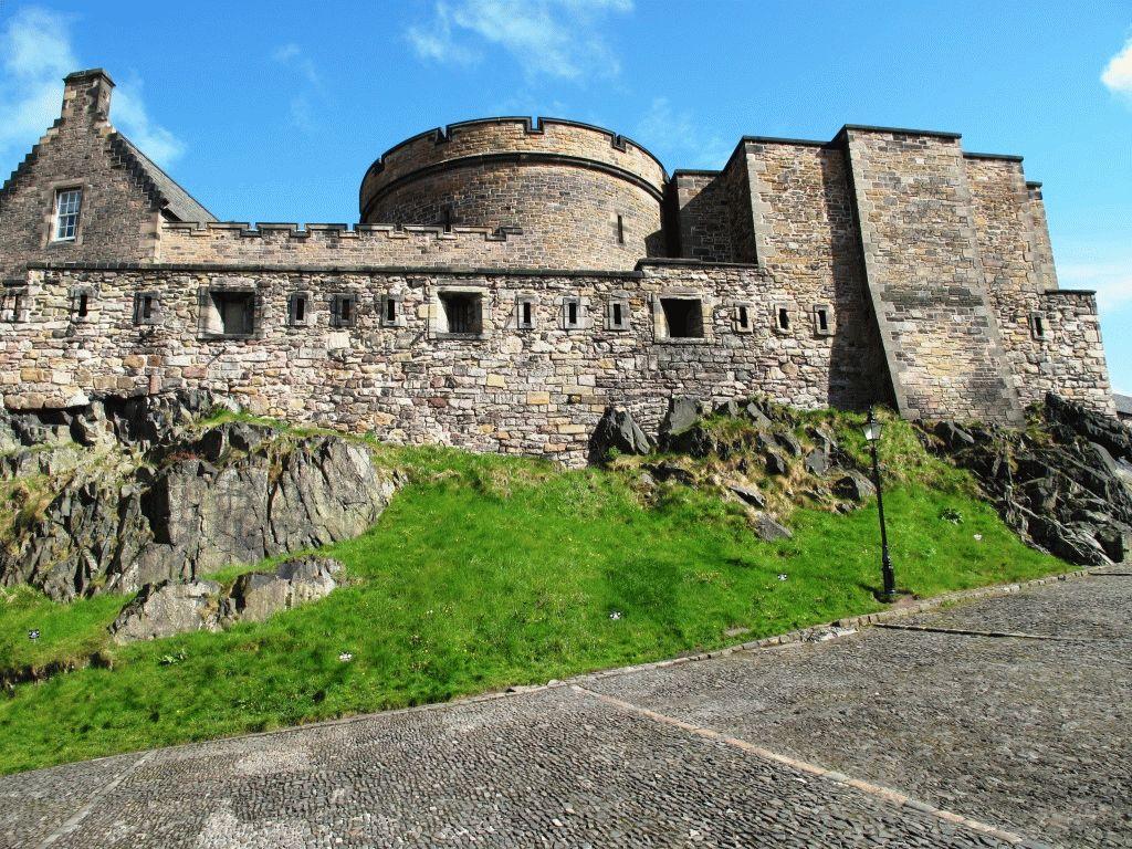 Замок в Эдинбурге фото