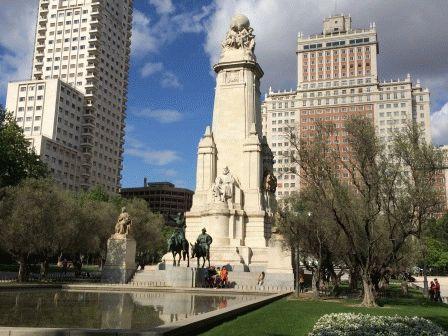 Мадрид Площадь Испании монумент Сервантесу дон кихот фото