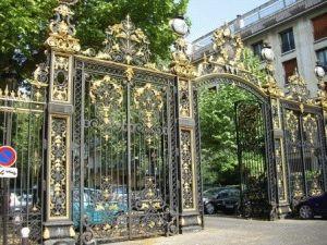 Парк Монсо в Париже фото ворота
