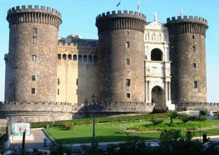 Castel Nuovo Замок Кастель-Нуово Неаполь фото