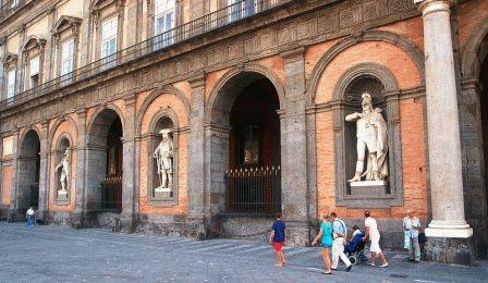 Palazzo Reale di Napoli Королевский дворец Неаполь фото