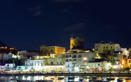 город Форио Искья Италия фото ночью