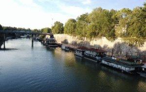 река Тибр в Риме фото