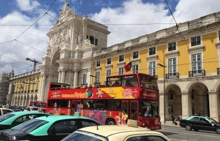 красные туристические автобусы Лиссабон фото