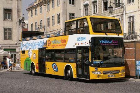 желтые туристические автобусы Лиссабон фото