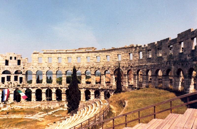 амфитеатр арена пула фото