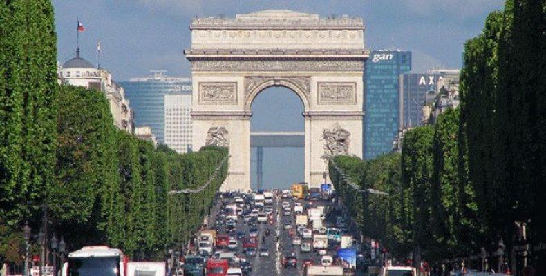 Триумфальная Арка в Париже (Arc de Triomphe)