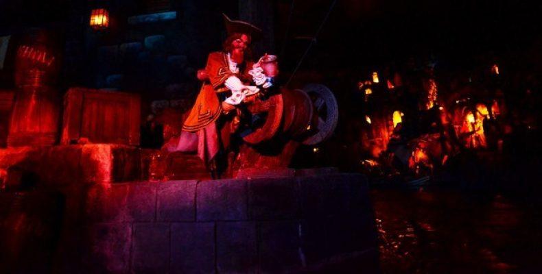 Видео Pirates of the Caribbean – аттракцион в Диснейленде