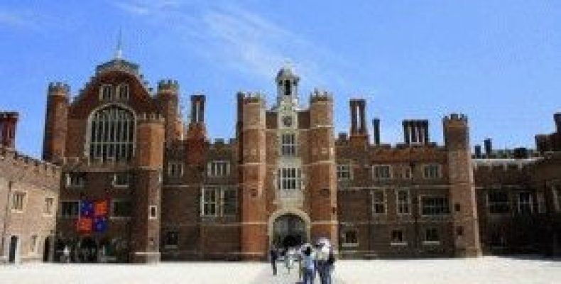 Хэмптон Корт – дворец и самый известный лабиринт