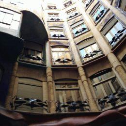 Дом Ла Педрера (Casa Mila — La Pedrera), Барселона – фото