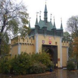 Зеркальный лабиринт в Праге на  Петршинском холме
