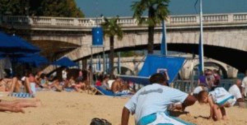 Париж в августе – погода, пляж на берегу Сены