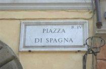 Площадь Испании в Риме, Испанская лестница, дом Монстров