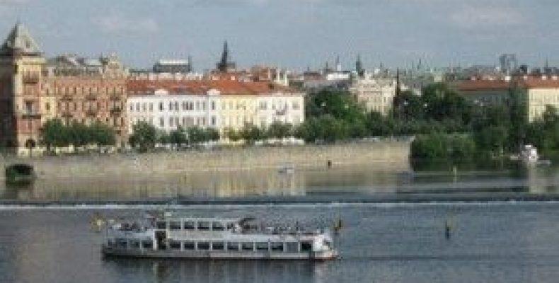 Прогулка по Влтаве на кораблике (Прага)