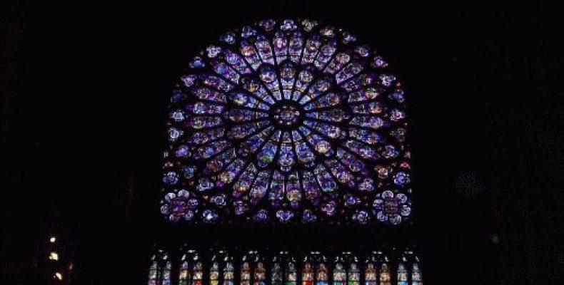 Витражная роза собора Нотр-Дам — фото